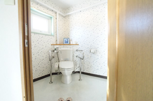トイレも広くてバリアフリー